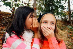 girls sharing secret-914823_640